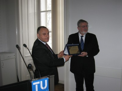 Dr. Hans Kaiser, Vicerector of VUT and Dr. Dragan Antic, Dean of FEEN, for long-term cooperation Faculty of Electronic Engineering awarded Vienna University of Technology by Great Charter